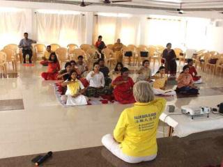 インド新聞が健康を得る新しい方法 法輪功を紹介